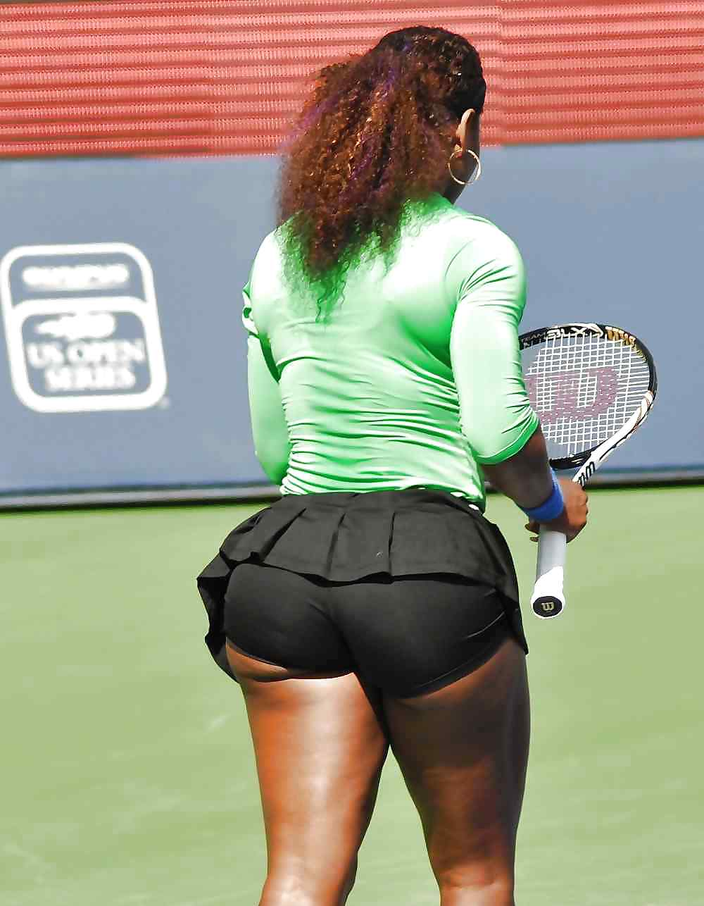 Serena williams divides opinion with tight