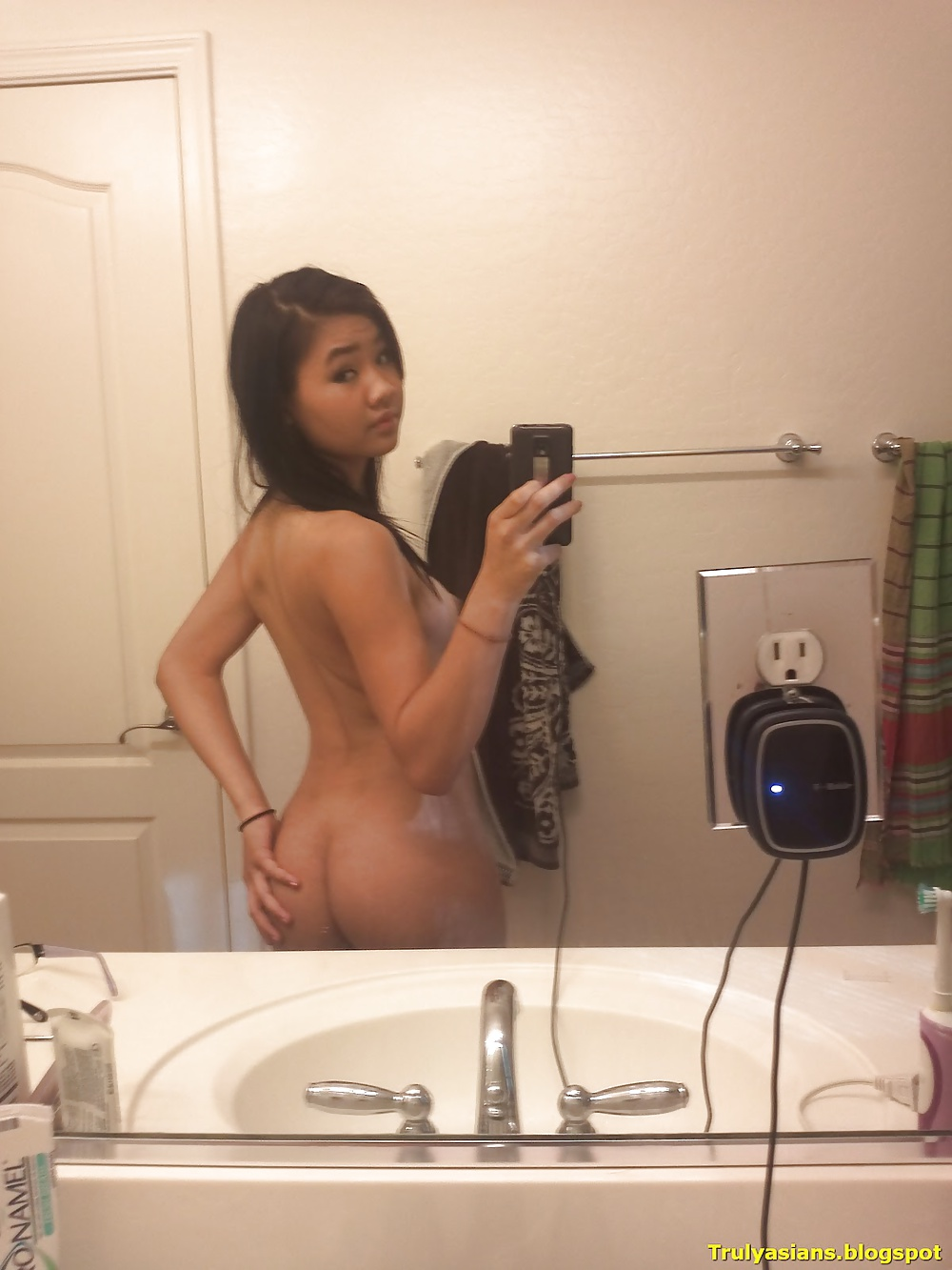 Hottest nude asian selfie — pic 2