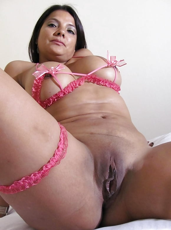 Buxom Brazilian Slut Pichunter 1