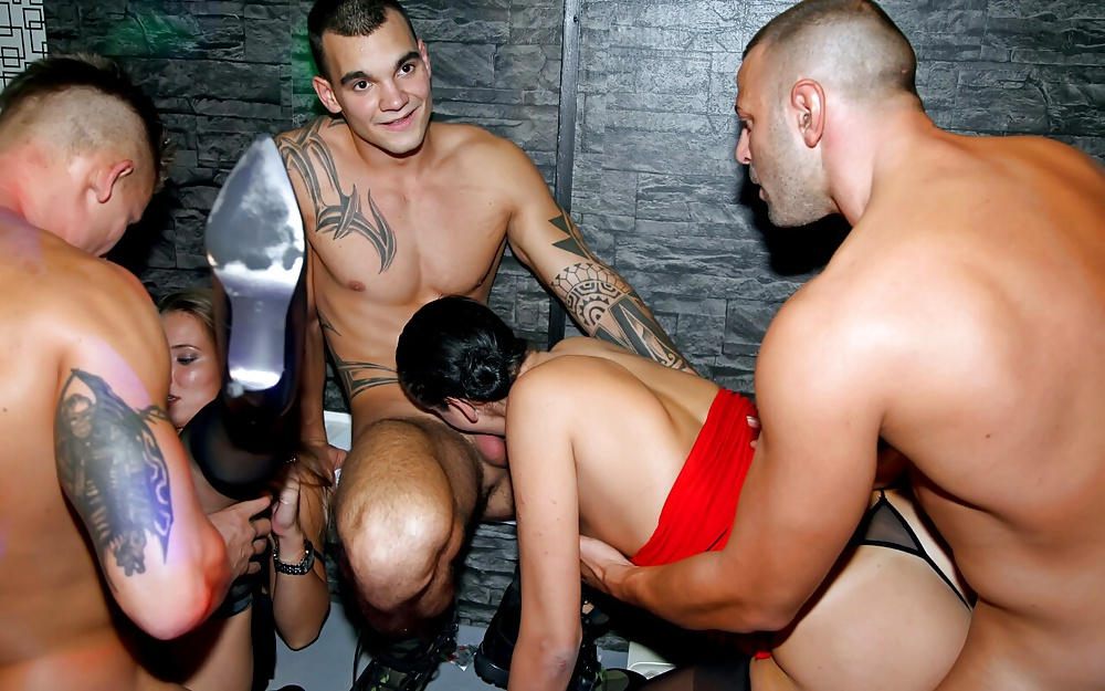 This Party Turns Into An Orgy When Strippers Fuck Partysluts Analized 1
