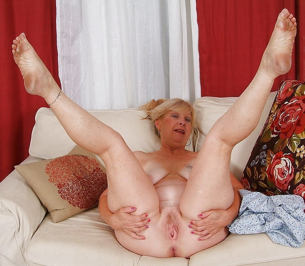 Sexy mature housewife spreads her legs in hairy pussy photos