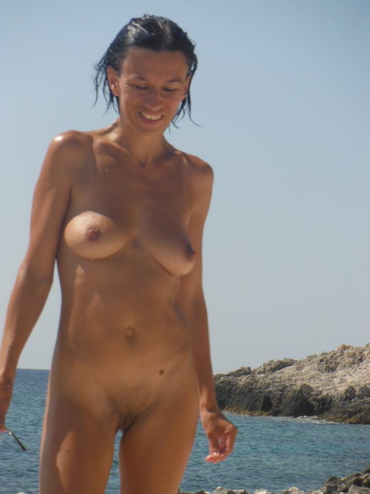 Sonnen milf nackt Nackte Mütter