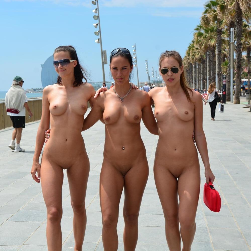 надо девушки голышом на общественном пляже вот как
