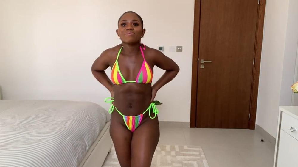 Bikini boobs V3 - 18 Pics