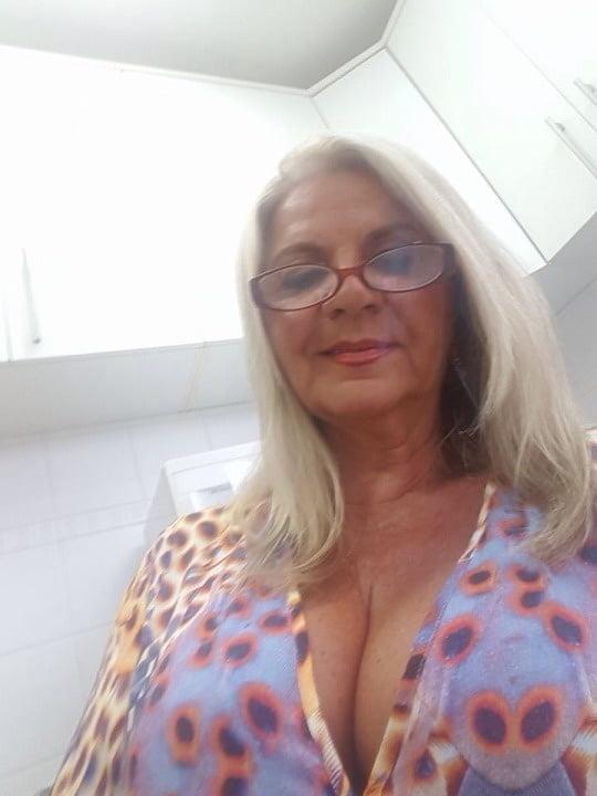 plump blonde nude