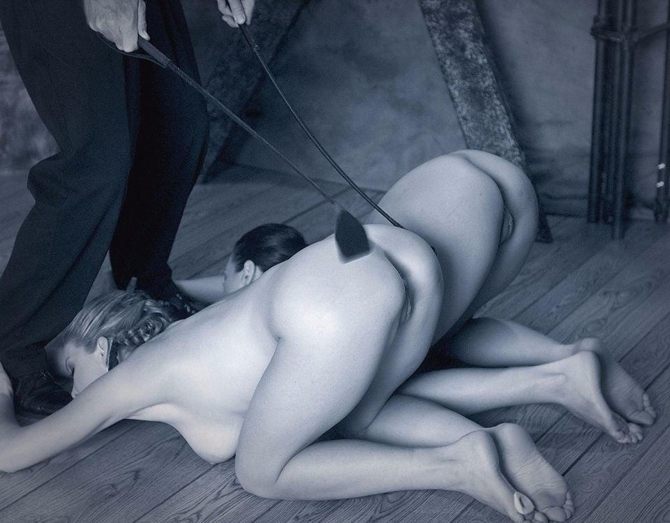 Две послушные рабыни