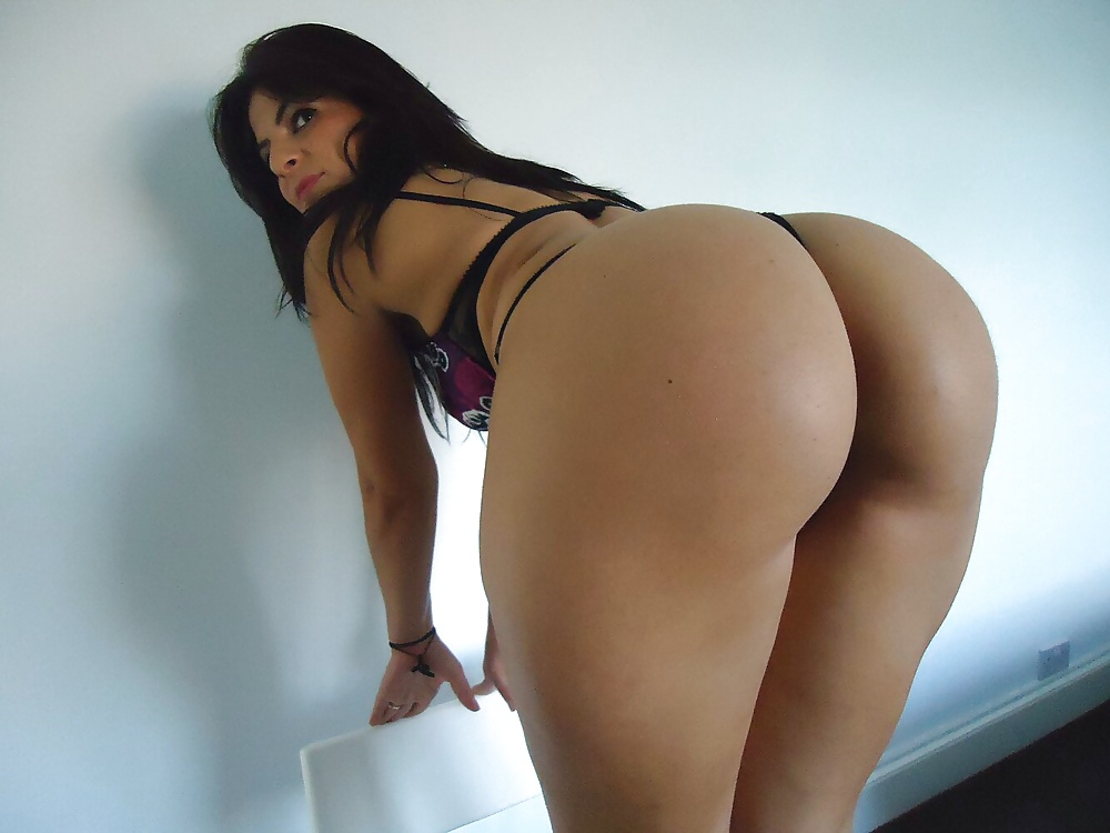 Big booty latina oiled up