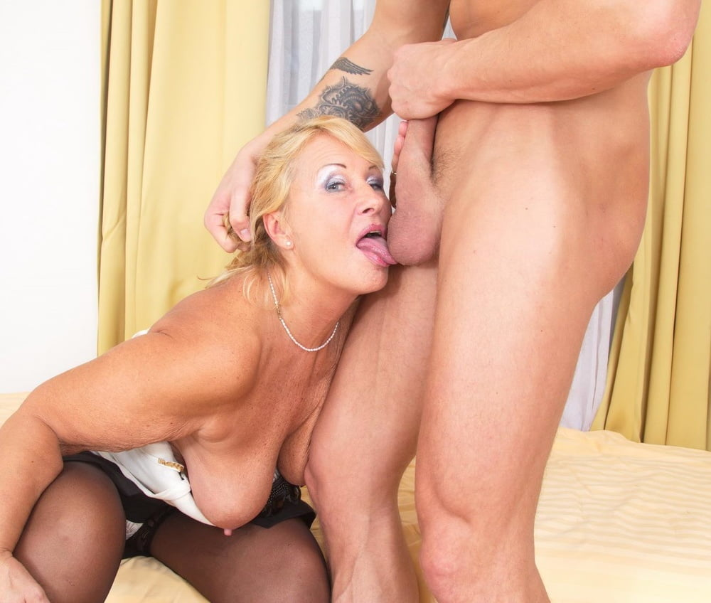 Mature woman havingsex — pic 2