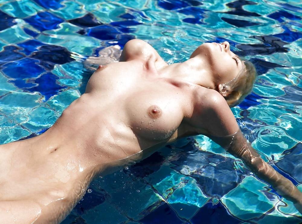 swimmer-tits-petit-voyeur-male
