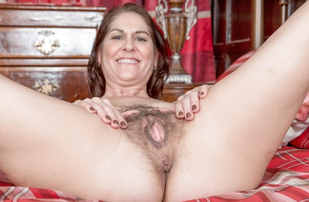 amateur-housewife-pussy-british-women-pantie-upskirt-secretary
