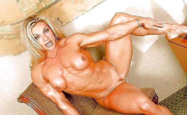 У девушки мускулистые ноги можете