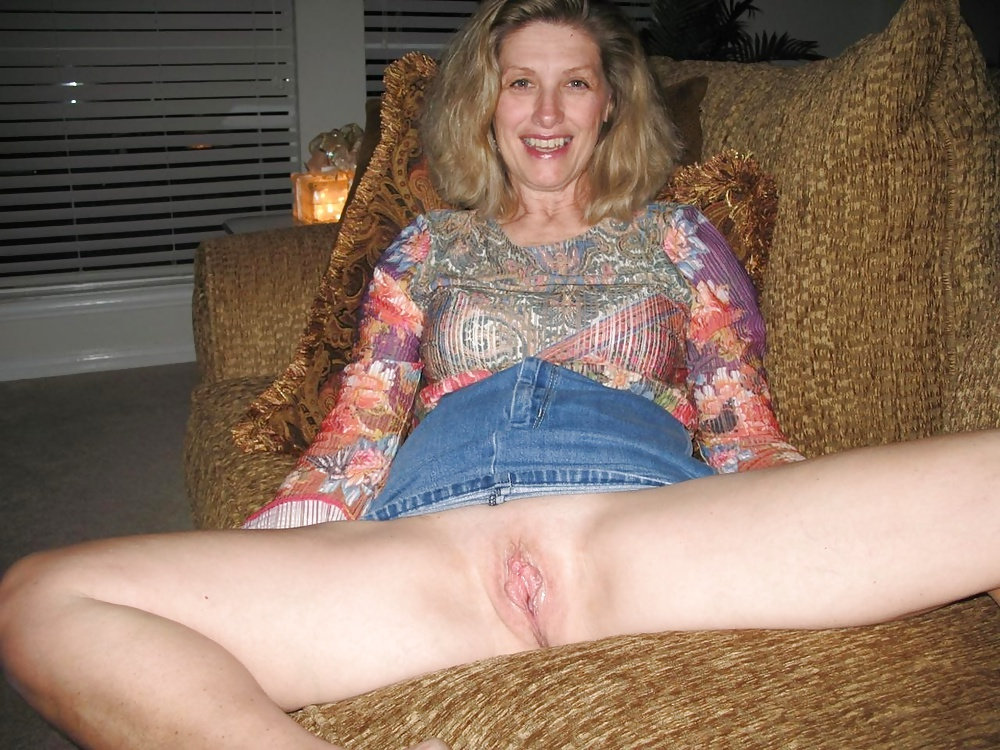my-wife-flashes-her-pussy
