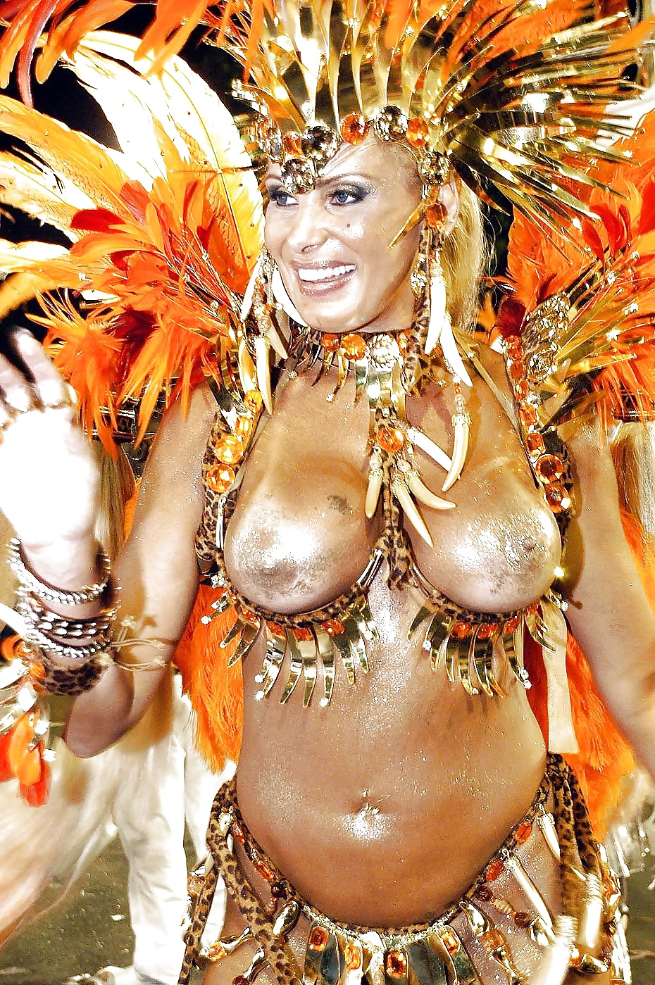 Wild nude carnival dancers — pic 13