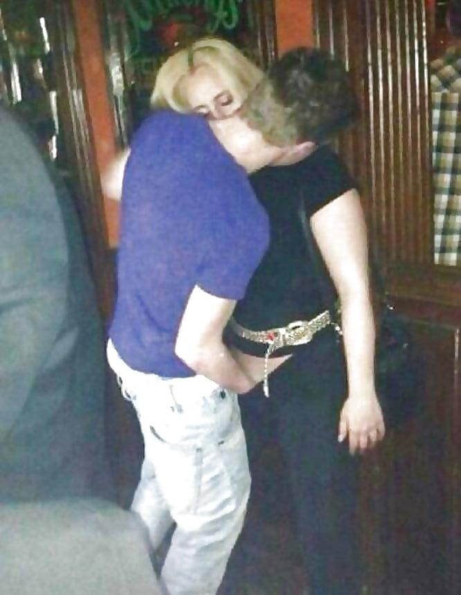 prikoli-foto-kak-lapayut-pyanih-devok-lesbiyskiy-seks-metro