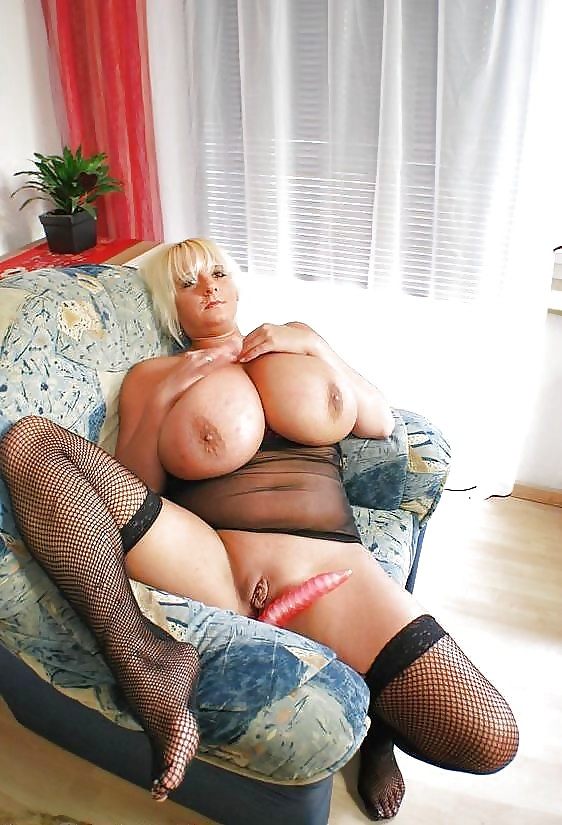 порно старушки с большими сиськами в сексуальном нижнем белье - 8