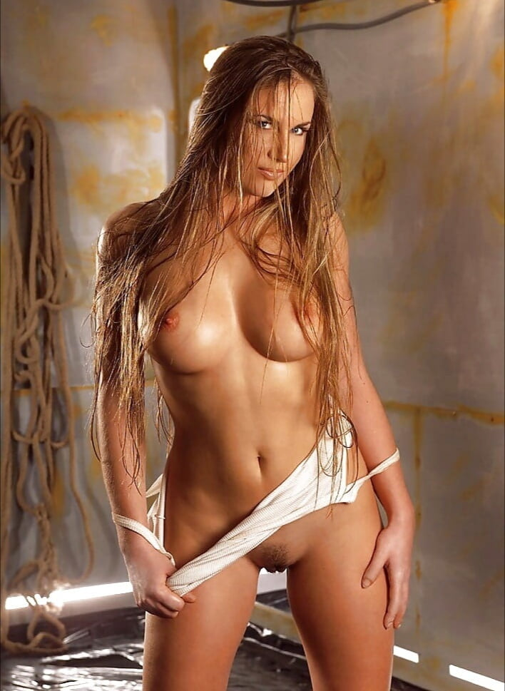 Long Hair Curves Nude Pics And Vids