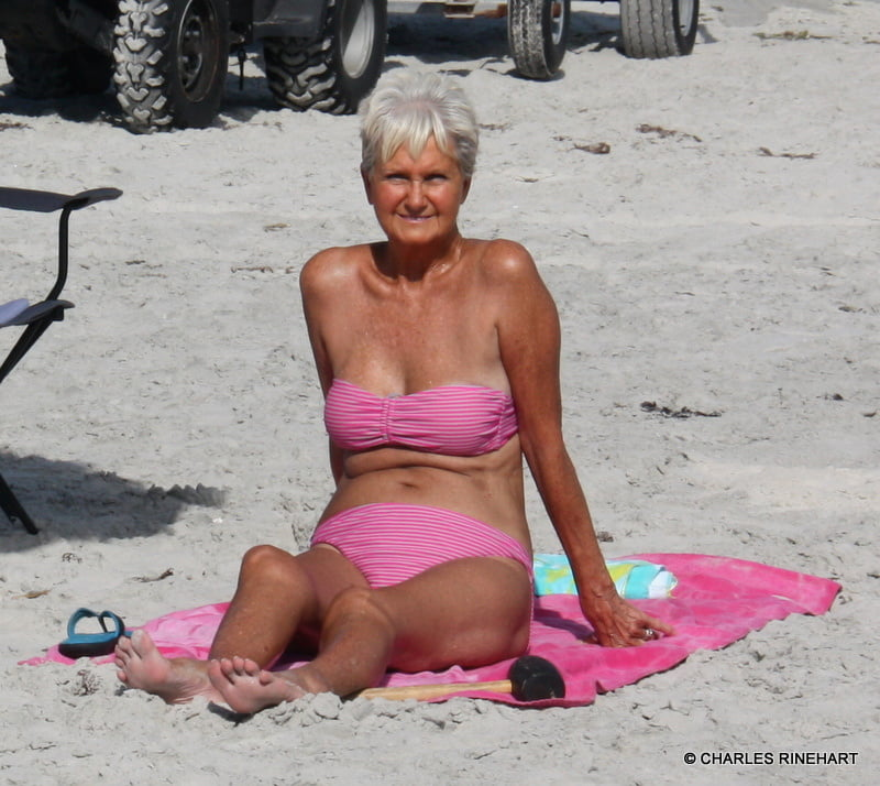 old-woman-naked-on-the-beach-sex-anal-pics