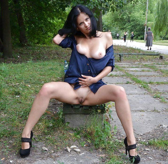 Wife flashing big ass in public