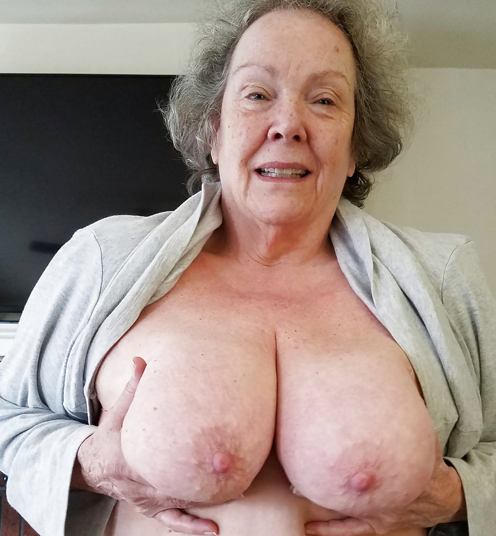 grannies-shows-tits-stephany-wwe-hot-nude