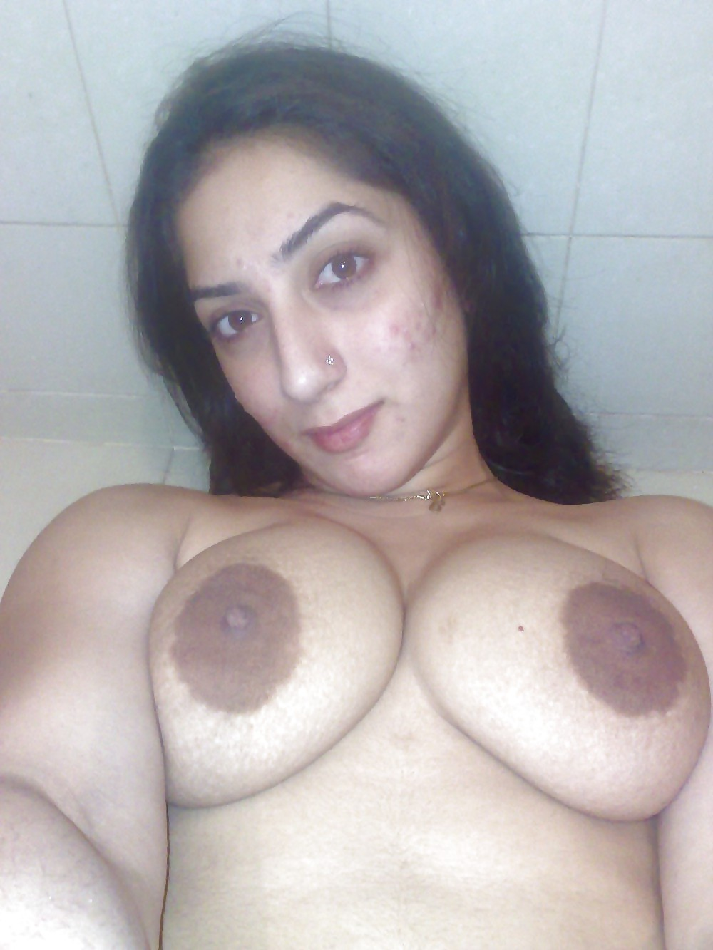 Iranian girl nude — pic 2