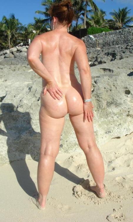 phat-ass-on-nude-beach