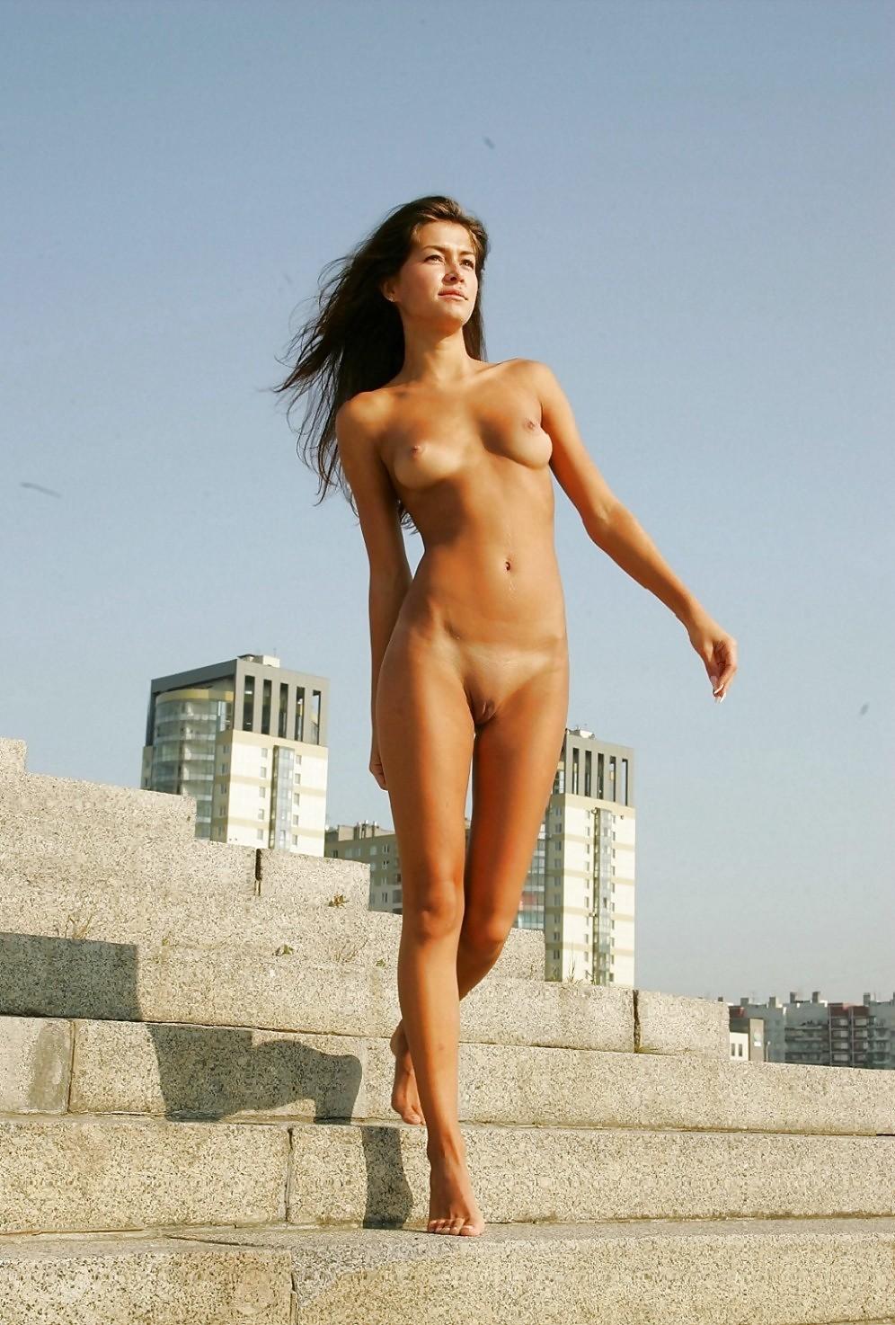 Swimsuit Naked Women Camel Toe Scenes
