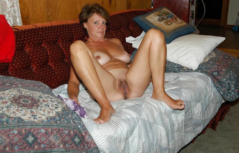 Зрелые женщины трахаются на работе домашнее фото