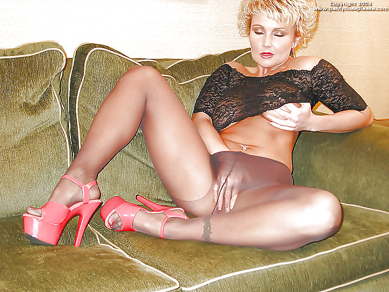 old-milfs-in-pantyhose-nude-del