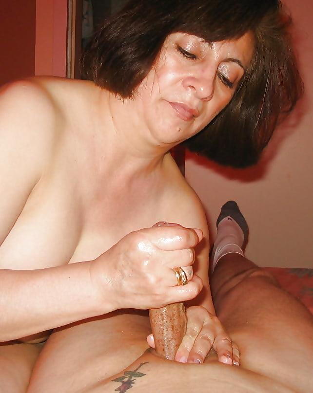 Mommas granny hand jobs guys nude and sexy