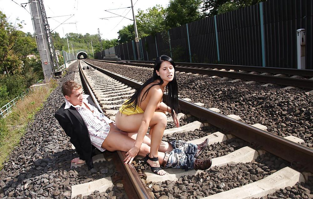 Онлайн секс на железнодорожном вокзале видео онлайн порно