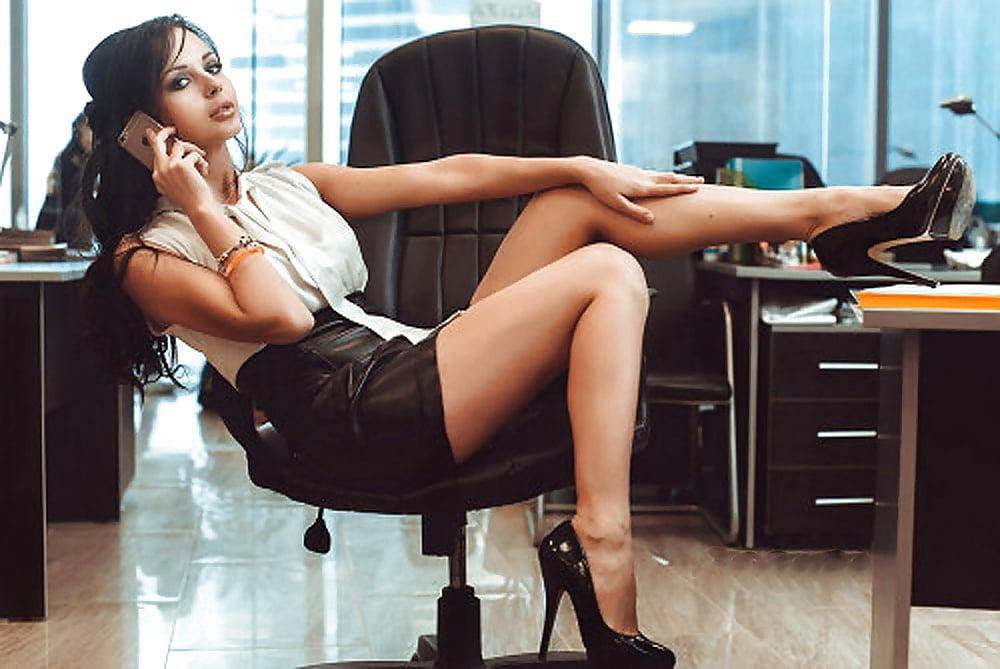 Уборщица офиса имеет русское лесби немедленно