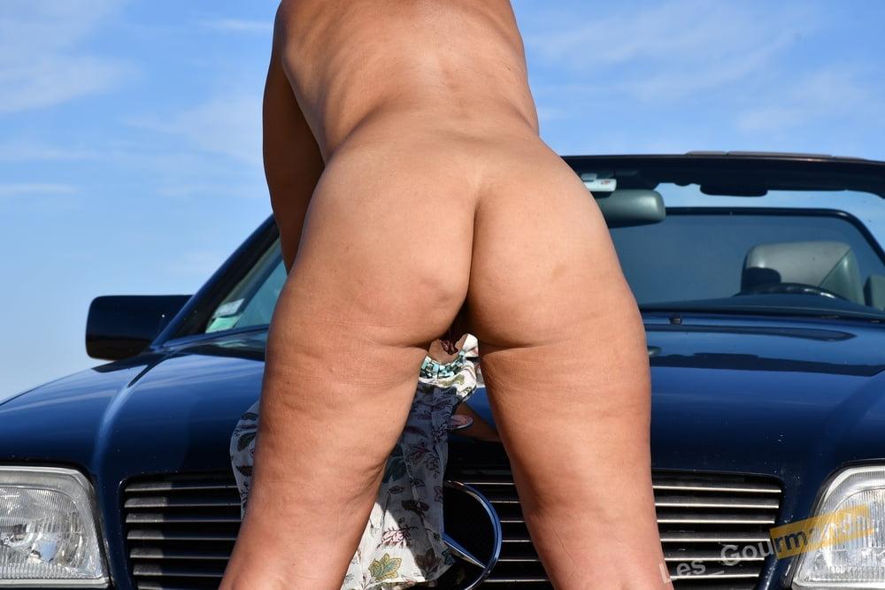 Outdoor Sexy MILF - 12 Pics