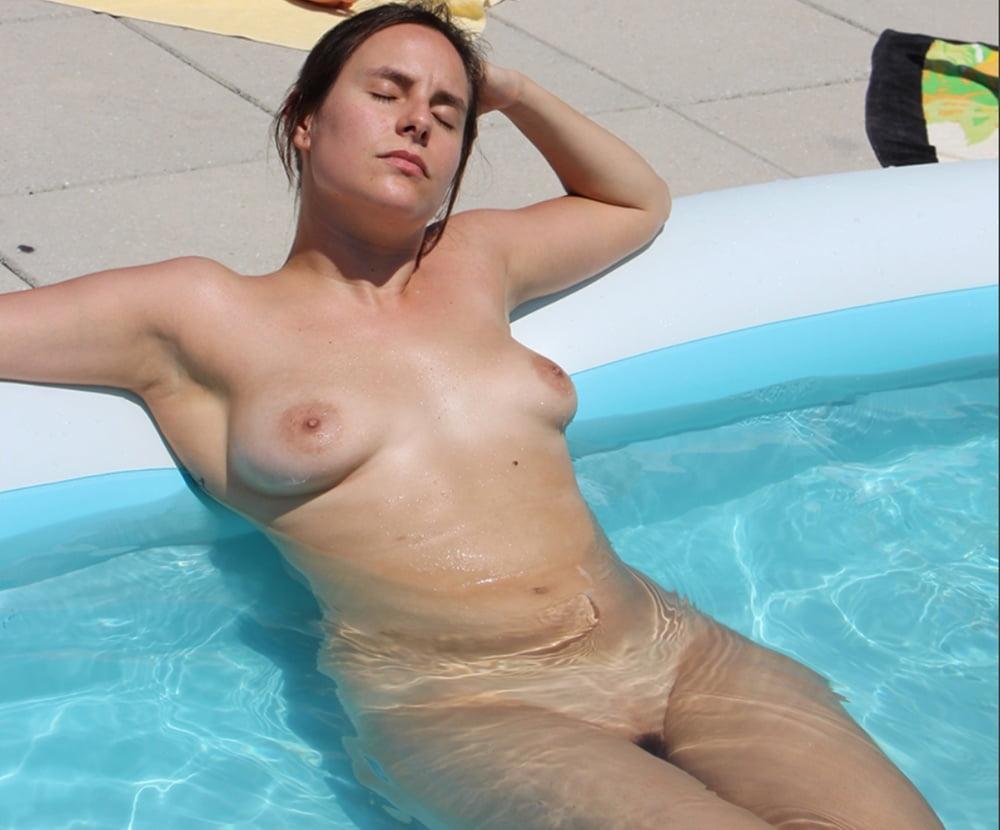 Naked mom pool