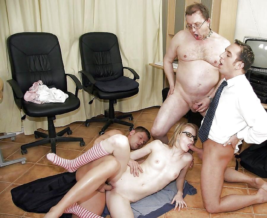 секс с бухгалтерами в офисе распространенным более доступным