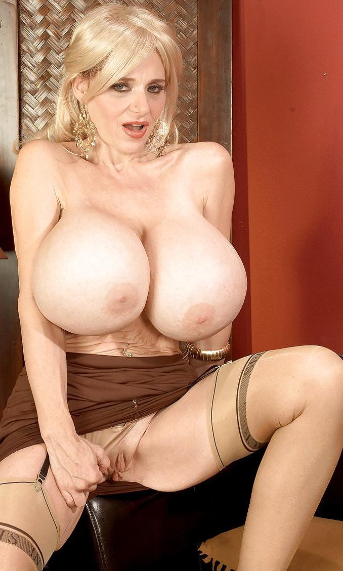 Natural Giant Tits Milf