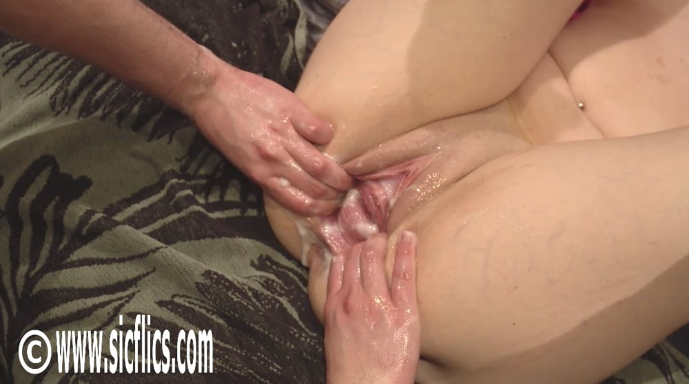 Extreme amateur fisting and insertions - 8 Pics