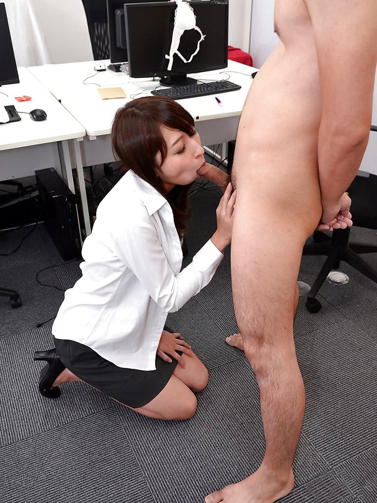Порно в офисе супер позы азиатки