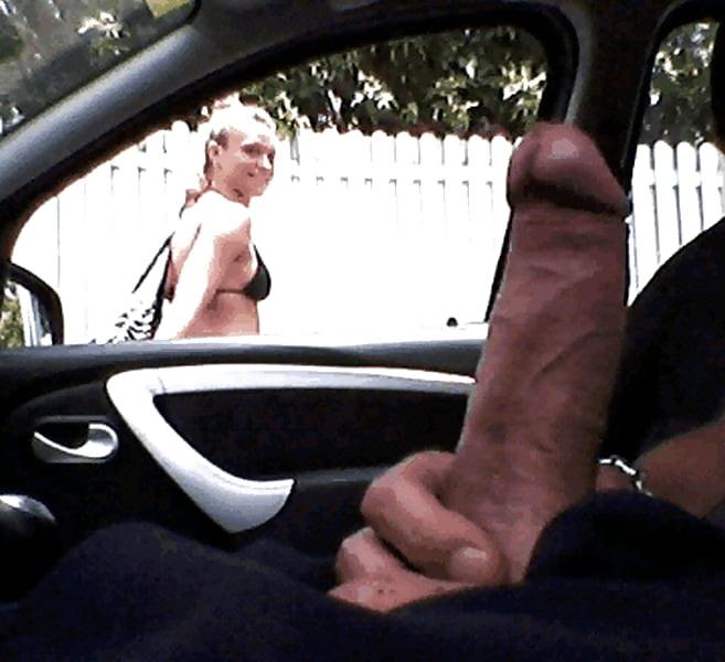 Дрочка на публике в машине