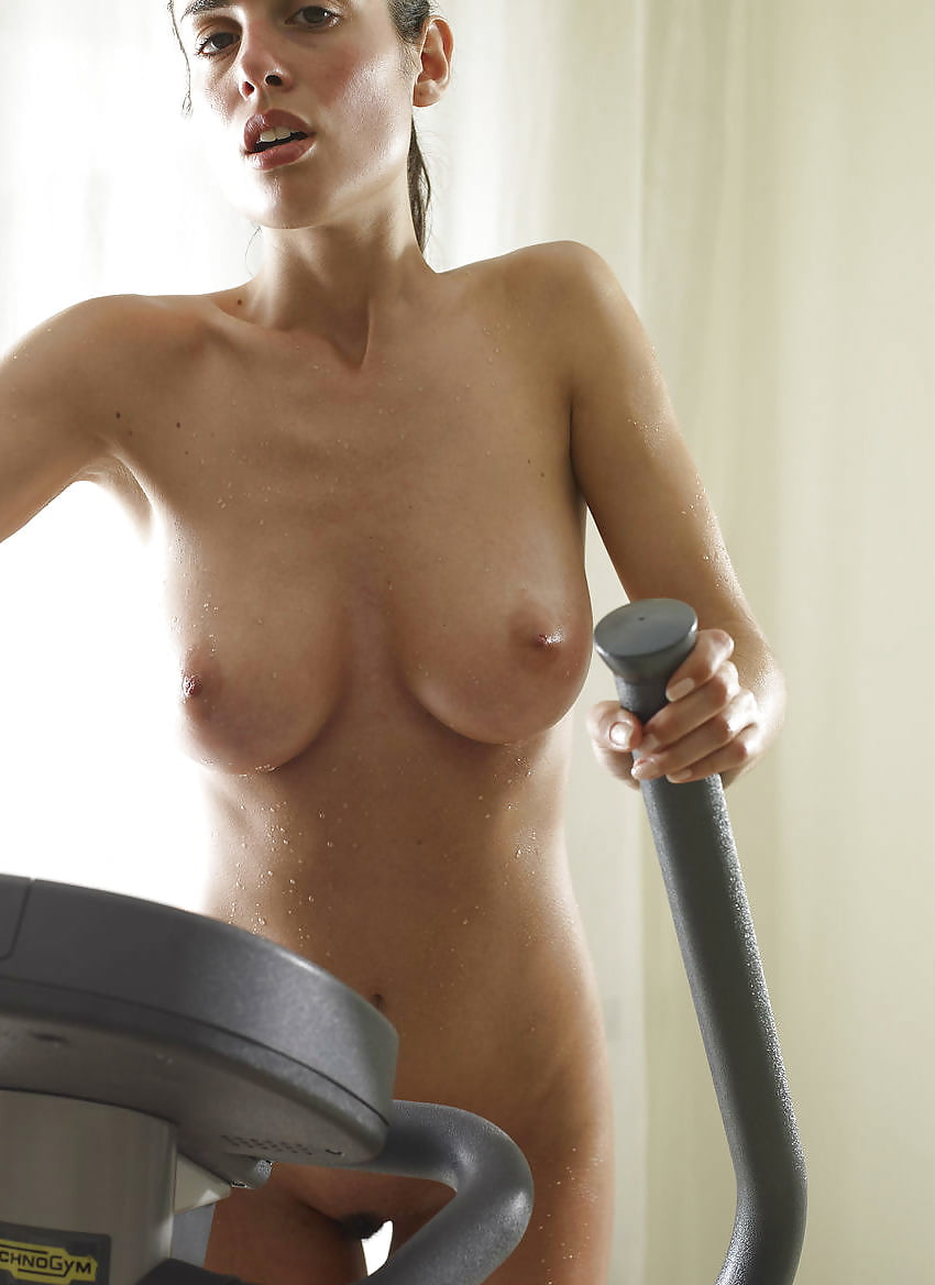 nude-sexy-girls-on-a-treadmill