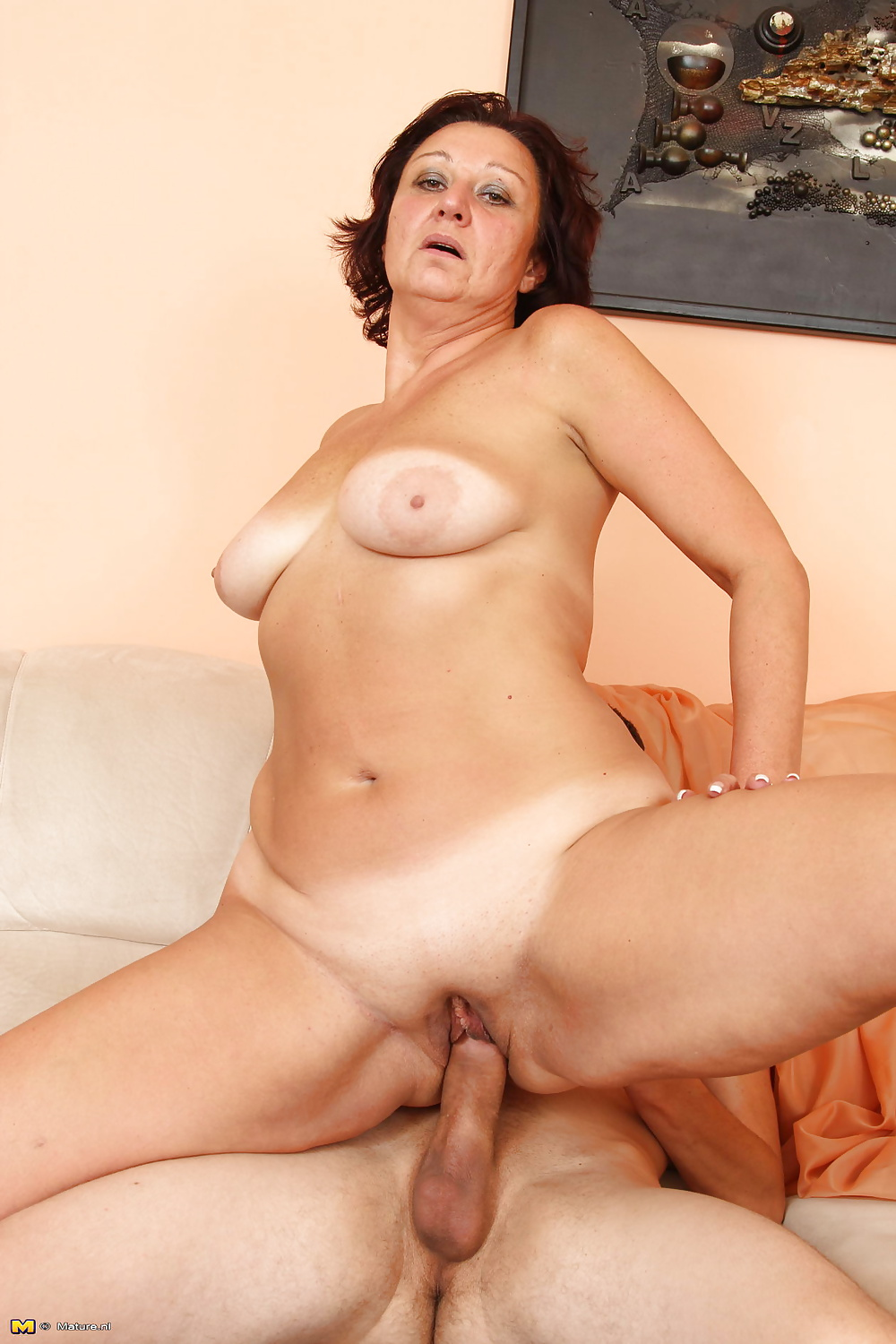 Mature mother lets young boy to fuck her mature pussy PART 3