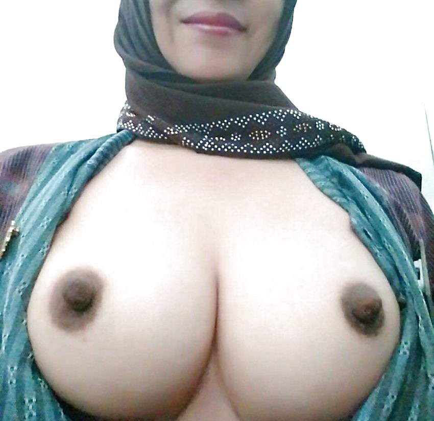 Arab girls nude boobs
