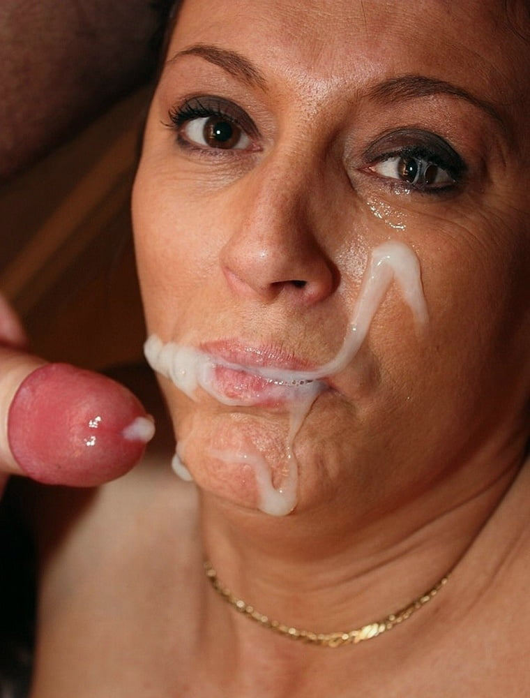 Beautiful latina milf takes cum on her face