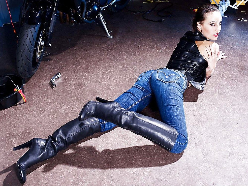 Featured Jeans And Boots Porn Pics Xhamster