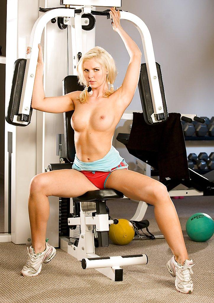 эротические девушки в спортзале видео