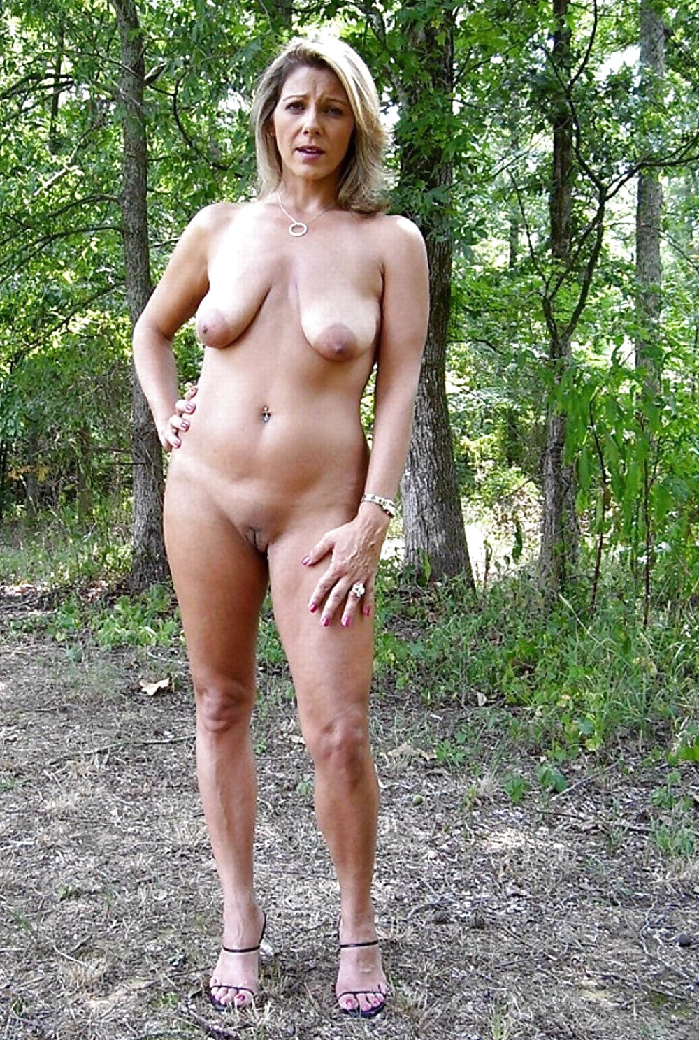 Real moms naked outdoors — photo 8