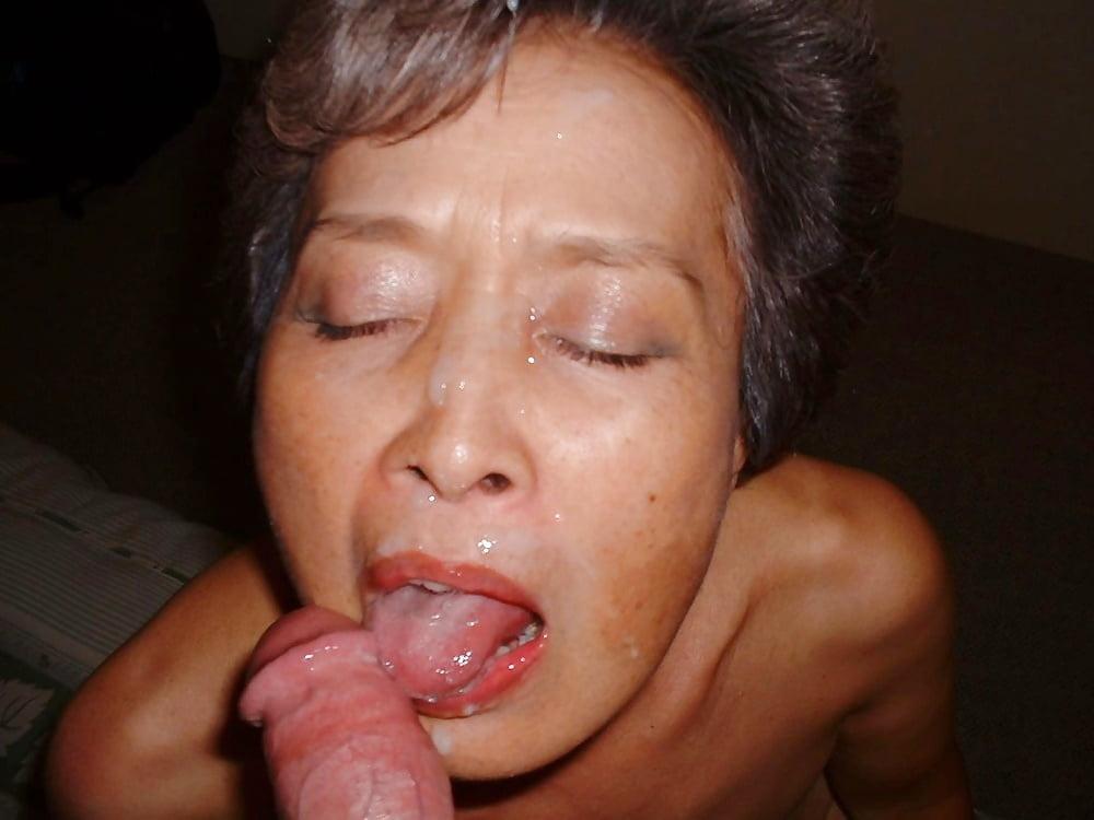 Кончил старушке в рот