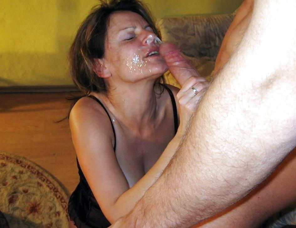 кончил зрелой шлюхи в рот