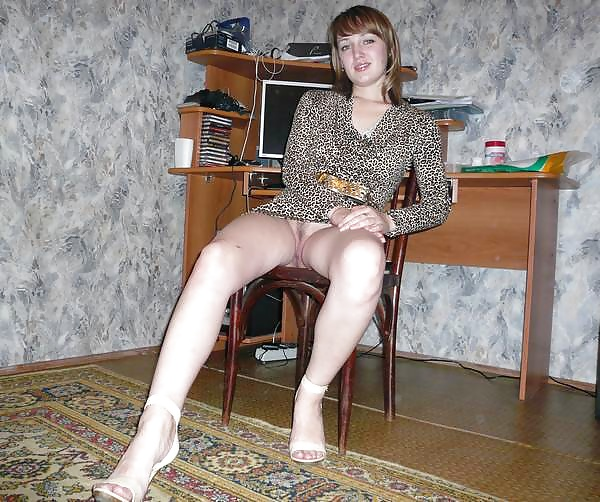foto-russkih-bab-bez-trusov-krasivie-hohlushki-trahayutsya