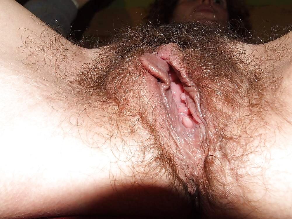 Порно фото черной лохматой киски крупным планом #4