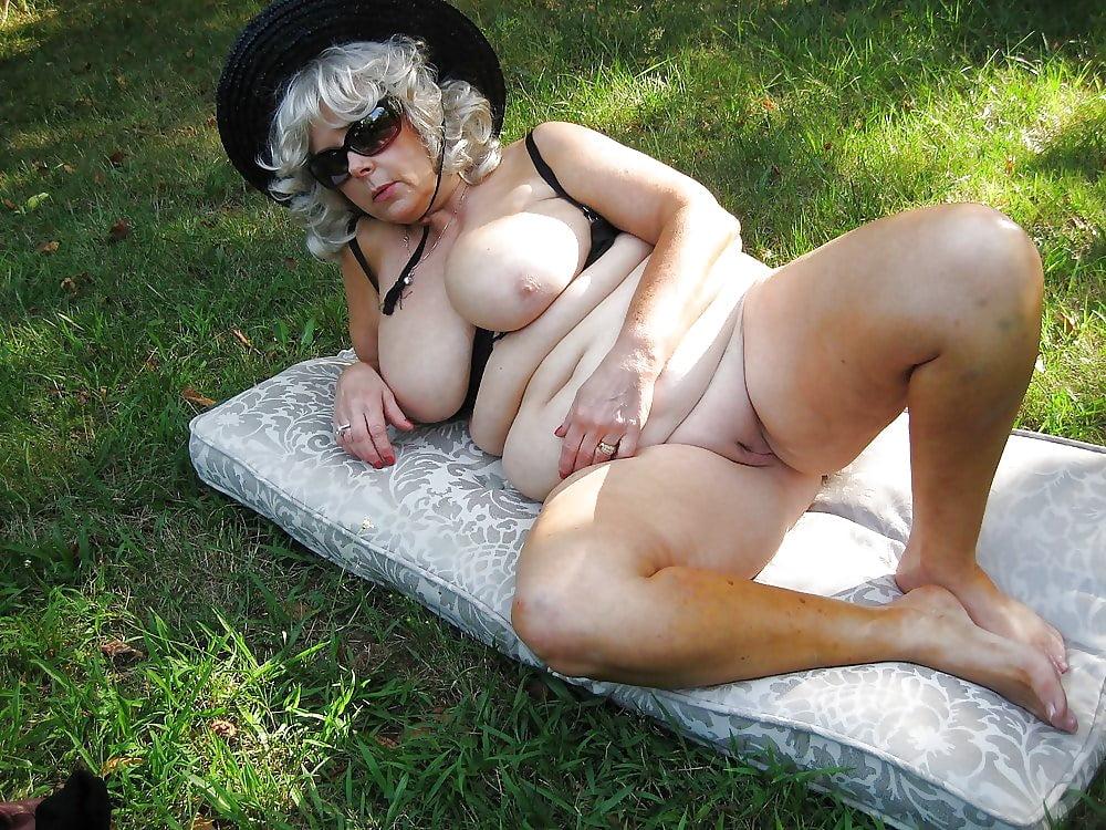Naked granny outside pics 12